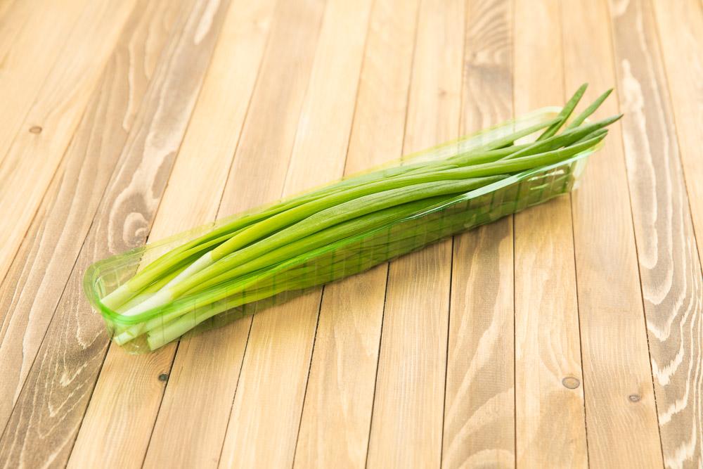 Лук зеленый свежий